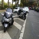 Photo représentant nos véhicules moto et scooter en stationnement.