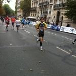 Photographie de l'arrivée des coureurs à pied pendant le 20 km de Paris