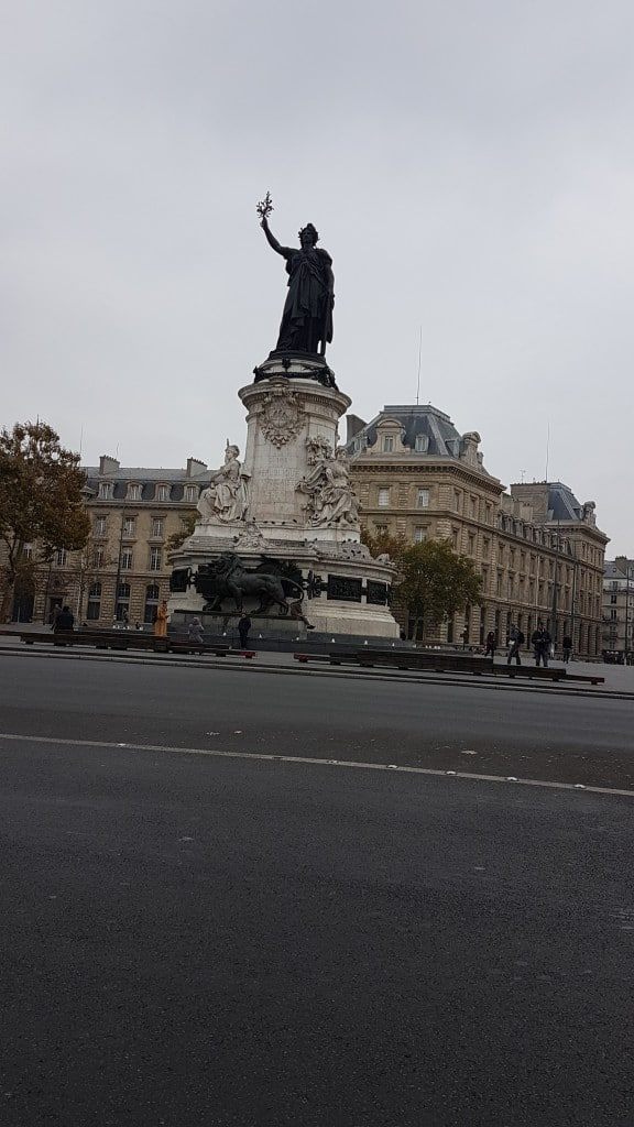 Liberty Trans VTC Taxis motos Place de la Republique 75010 Paris