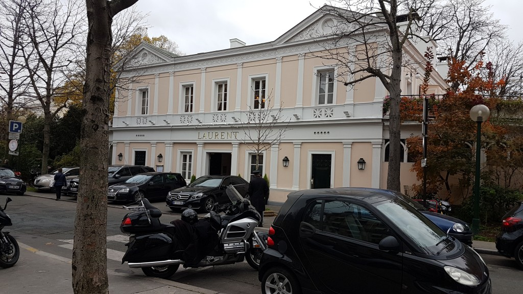 Moto taxi Paris VTC Avenue Gabriel 75008