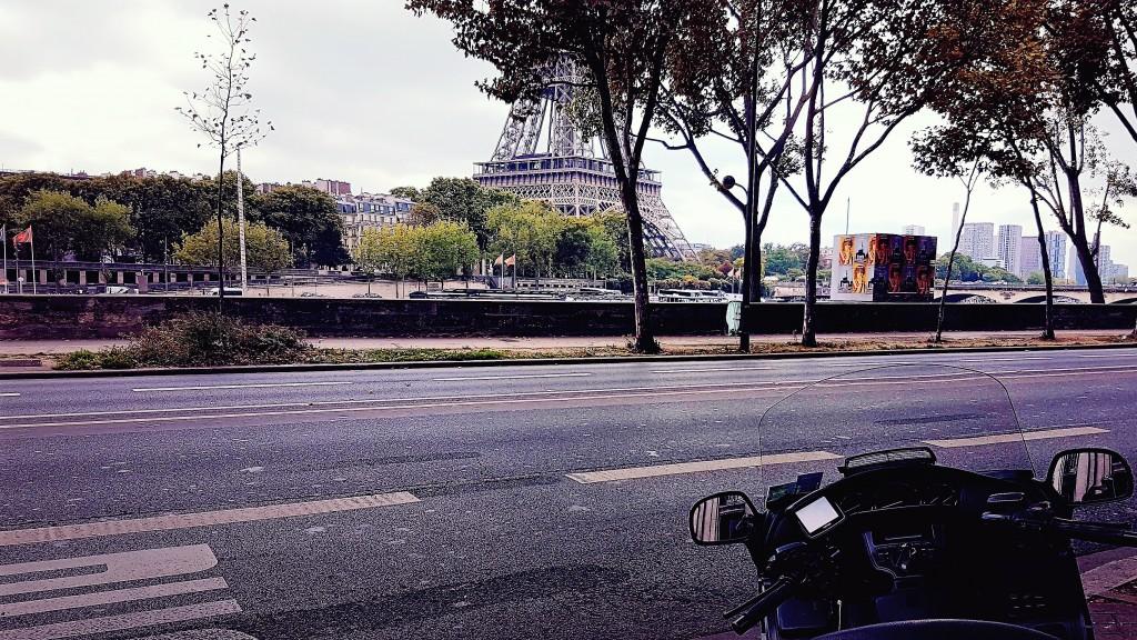 VTC Liberty Moto taxi Paris Avenue de New York 75116