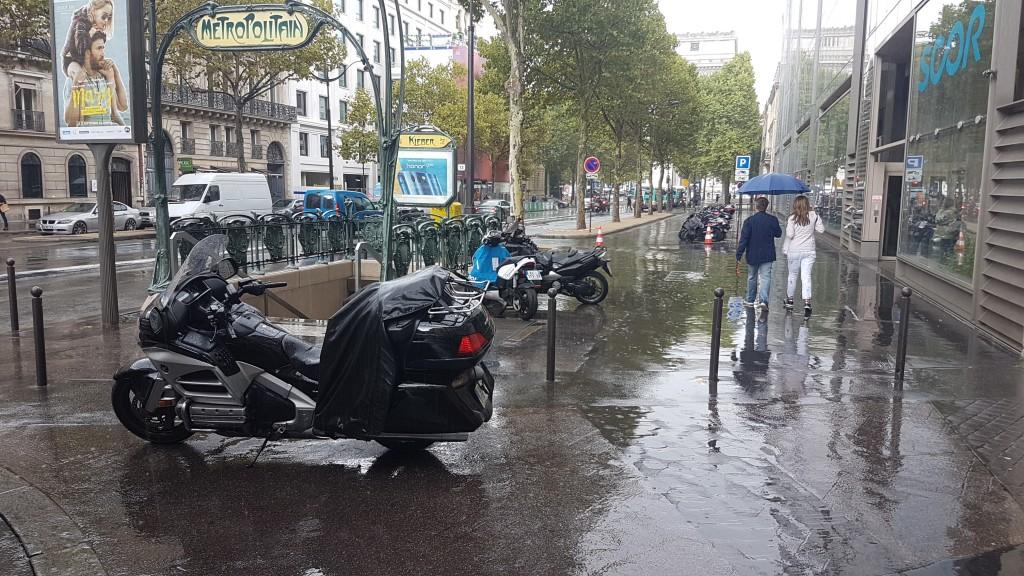 Liberty taxis motos Avenue Kleber 75116 Paris